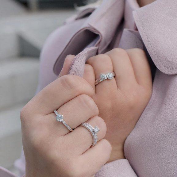 Hela Schlalins utbud av ringar på Jewelrybox.se
