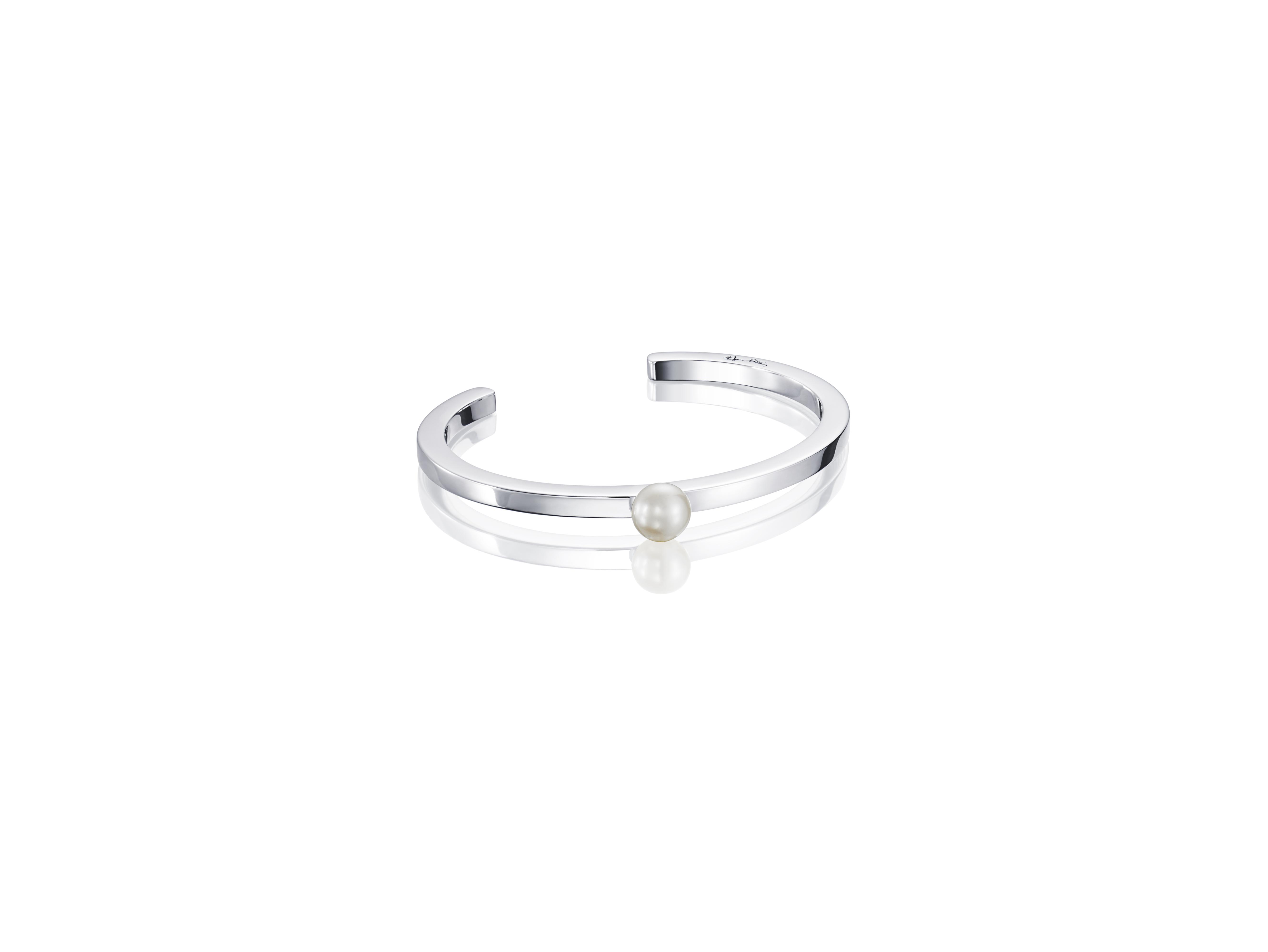: - 60's pearl cuff