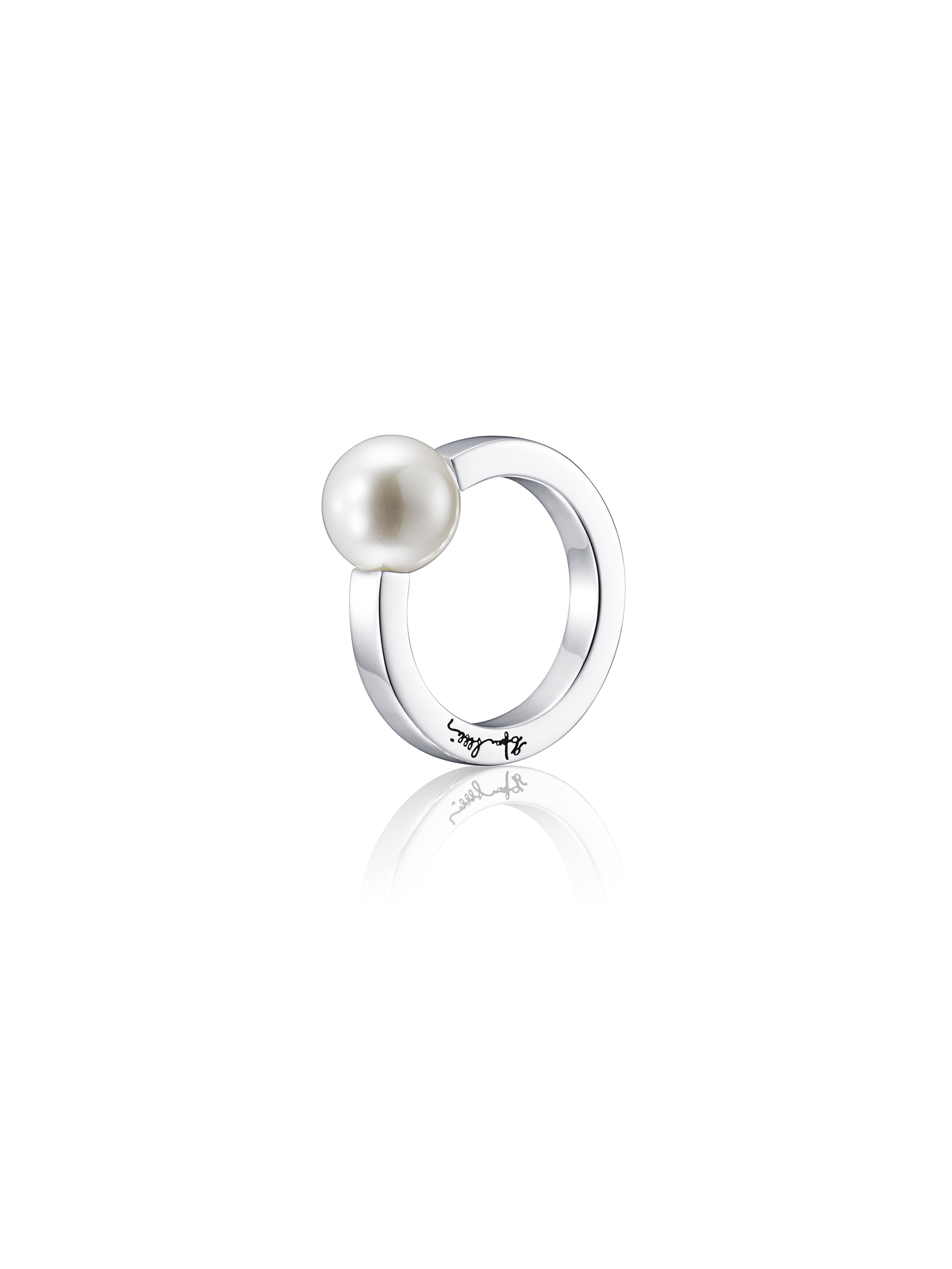 : - 60's pearl ring