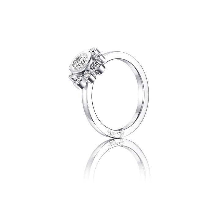 : - Sweet Hearts Crown Ring Vitguld 0,30 ct